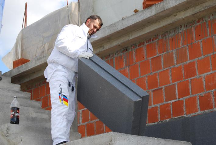 Wybierając styropian fasadowy należy pamiętać, że w efekcie końcowym ocieplenie budynku ma przynieść nam oszczędności na ogrzewaniu domu. Dlatego przy doborze odpowiednich materiałów warto skupić się przede wszystkim na optymalnych wartościach produktu, a w drugiej kolejności na cenie.