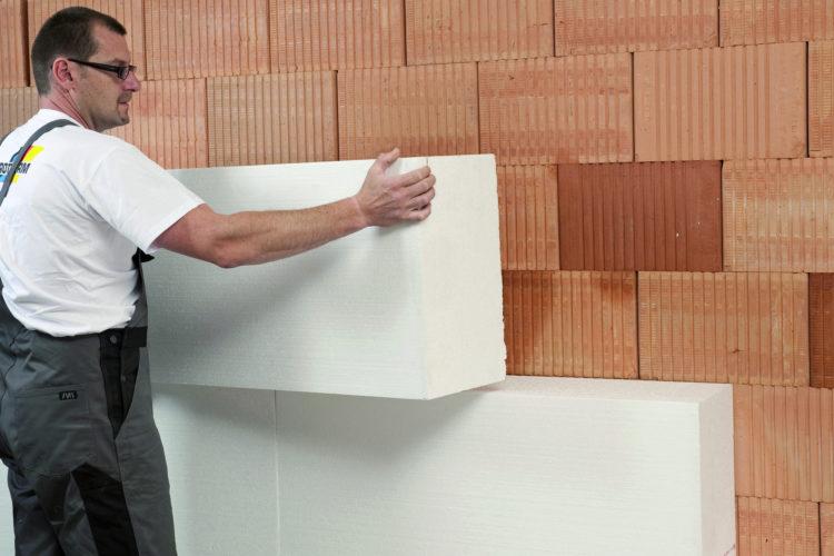 Sprawdź, kiedy ocieplać dom styropianem z zewnątrz i odpowiednio przygotuj się do remontu.