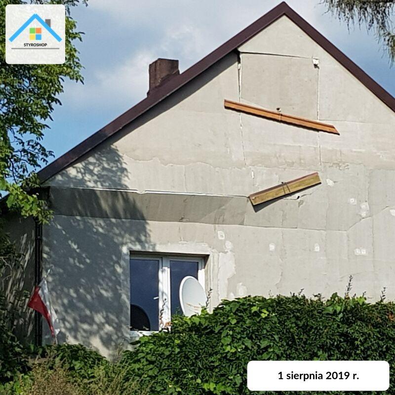 Przykład błędnego montażu styropianu na elewacji. Dom w województwie śląskim.