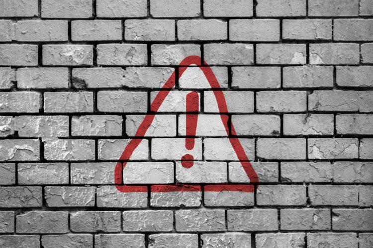 Dlaczego styropian grafitowy odpada od ściany?