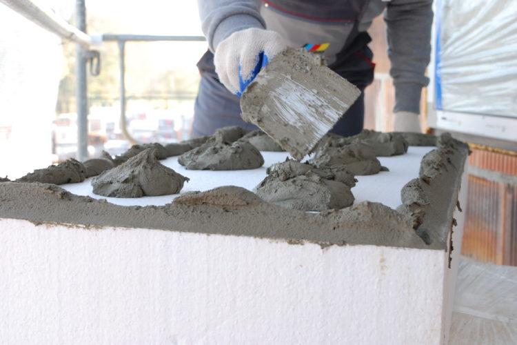 jak prawidłowo kleić styropian na fasadzie